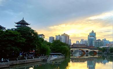 錦江畔夕陽西下